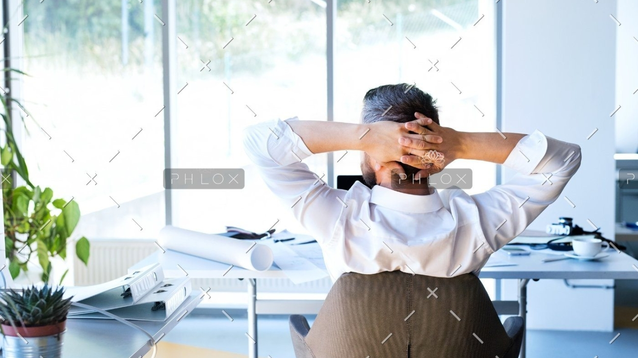 demo-attachment-174-Businessman-at-the-desk-in-his-office-resting.